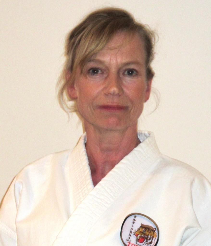 Konstanze Oeltchen Trainerin Kobudo Trainerin Karate Senioren